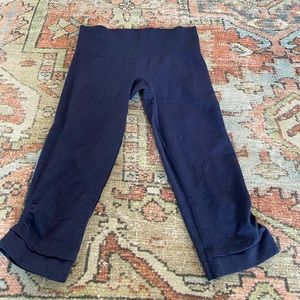 Lululemon Flow and Go crops size 4 Navy Blue